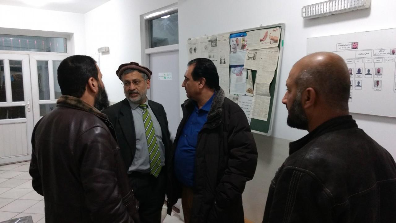 Dr. Yahya Wardak und Priv.-Doz. Dr. Salmai Turial im fachlichen Austausch mit Verantwortlichen vor Ort